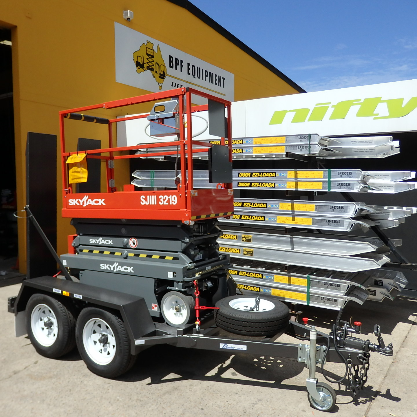 Skyjack SJ3219 19 Foot Scissor Lift Trailer Package